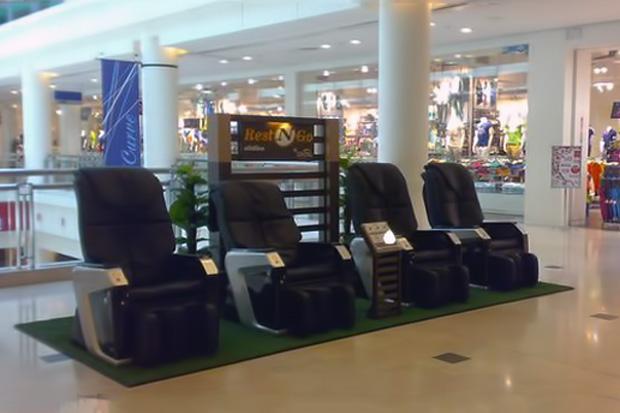 Giới đầu tư ồ ạt kinh doanh ghế massage nhét tiền ở các trung tâm thương mại