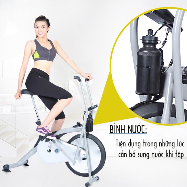 Xe đạp tập thể dục iBike8.2i có vị trí để bình nước tiện lợi